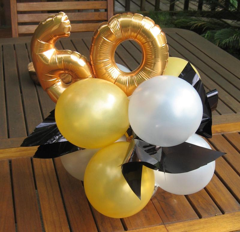 BALLOON CENTERPIECE FOR 60TH BIRTHDAY.CAN DO IN ANY AGE AND COLOR