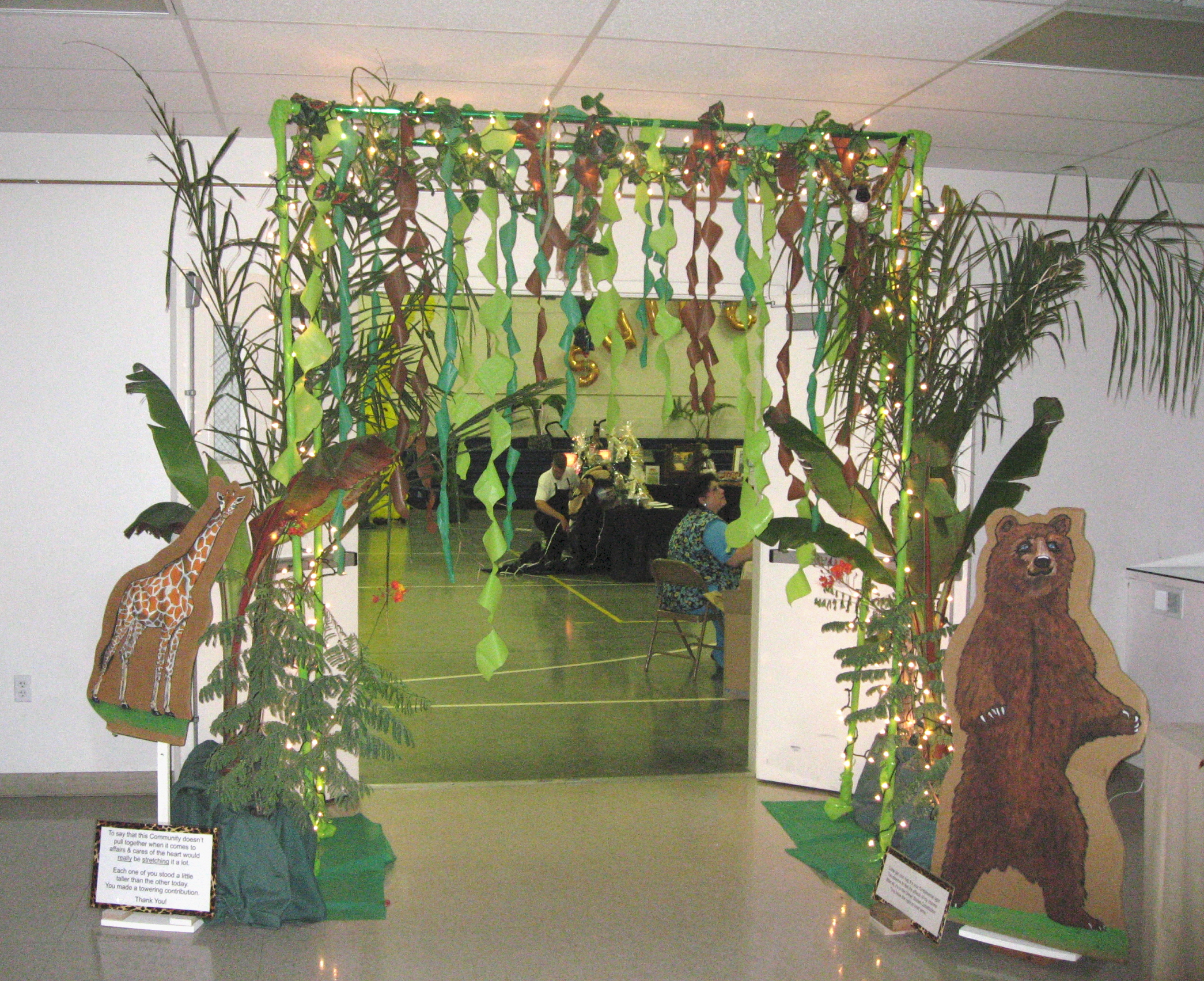 Image gallery jungle theme decorating ideas for Table design jungle