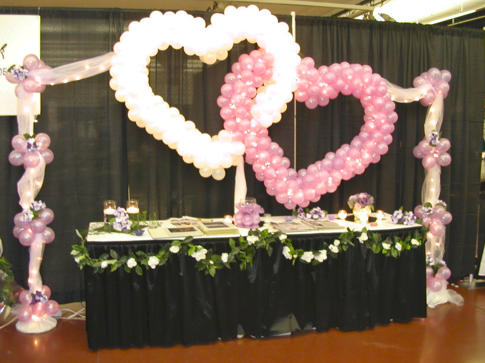Balloon decor of central california wedding for Balloon decoration ideas for weddings