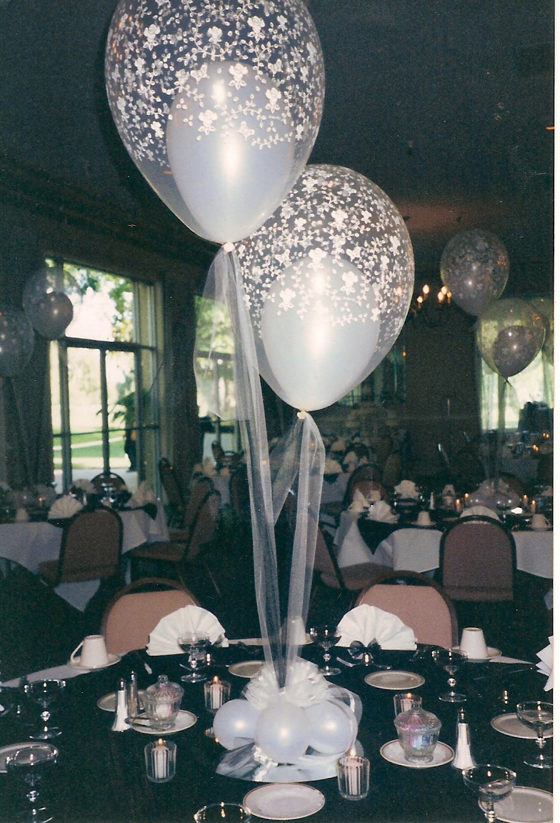 Centerpieces balloon decorating party favors ideas for Balloon decoration for weddings